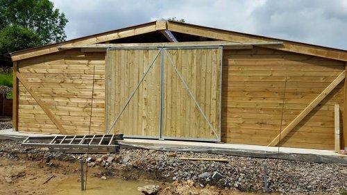 barns le sp cialiste des box et abris pour chevaux. Black Bedroom Furniture Sets. Home Design Ideas