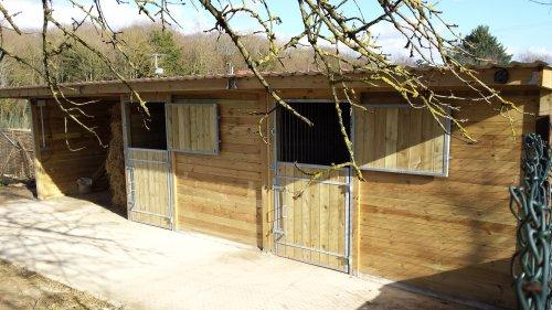 box chevaux le sp cialiste des box et abris pour chevaux. Black Bedroom Furniture Sets. Home Design Ideas