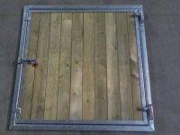 volet plein bois avec verrou 1000x1000mm le sp cialiste des box et abris pour chevaux. Black Bedroom Furniture Sets. Home Design Ideas